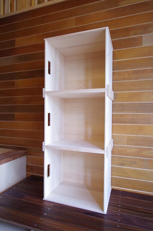 モミの木製の木箱。重ねて使うと便利です。